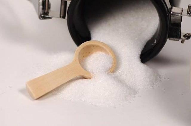К чему рассыпать сахар?. приметы про рассыпанный сахар. в статье рассказывается о приметах, которые связаны с рассыпанным сахаром.