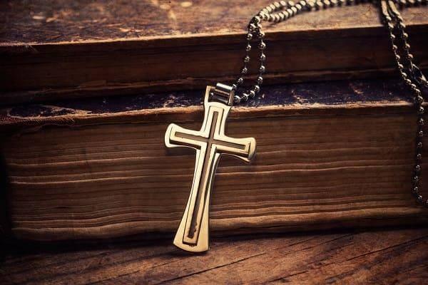 Что делать, если нашел крестик на улице или дома