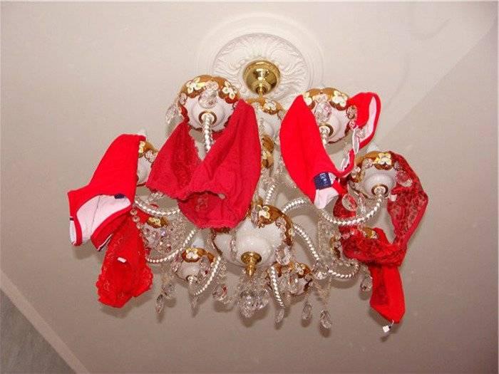 Обряд с красными трусами на привлечение любви. как вешать красные трусы на люстре для привлечения денег или второй половинки?