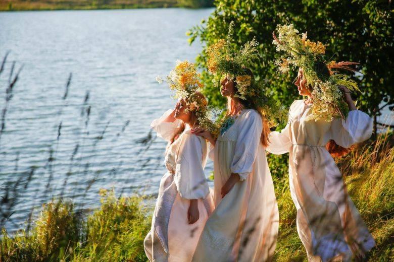 Крестьяне троицу отмечали шумно, весело