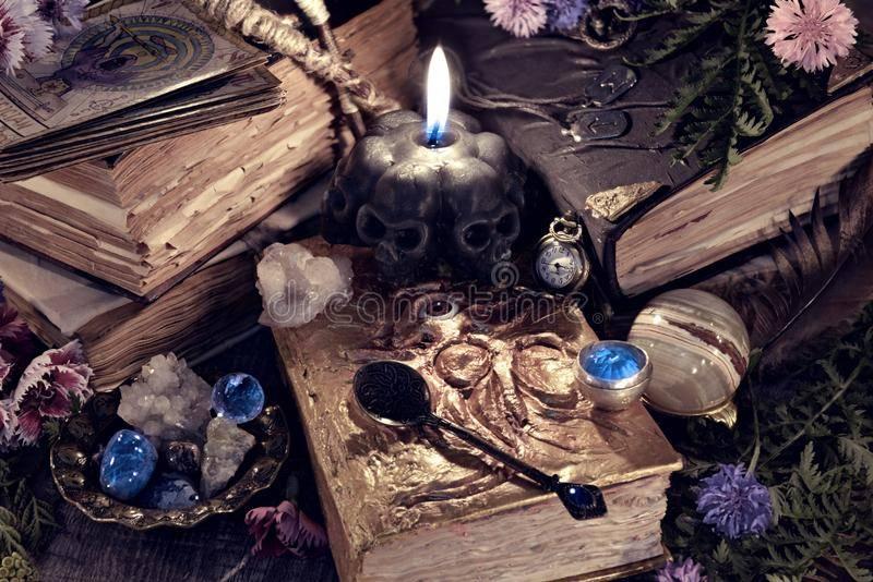 Гадание по книге ведьм. гадания на будущее онлайн в доме солнца