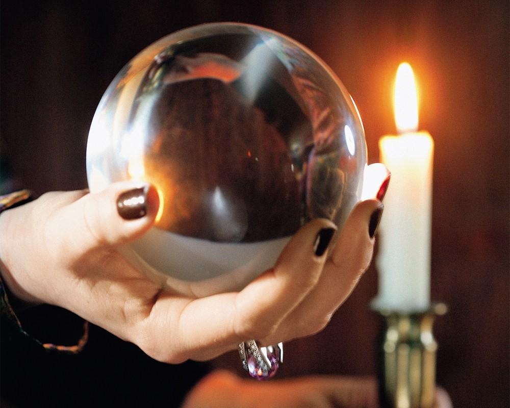 Работа на магическом хрустальном шаре для ясновидения и гадания