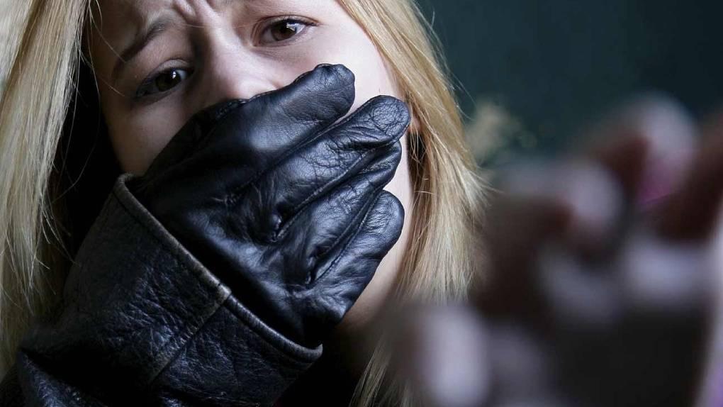 «он меня убьет, мам»: замученная сожителем-садистом женщина не нашла защиты в полиции // нтв.ru