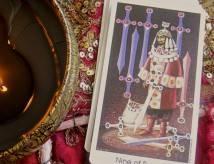 9 (девятка) мечей: значение в отношениях, работе, любви, совет от карты