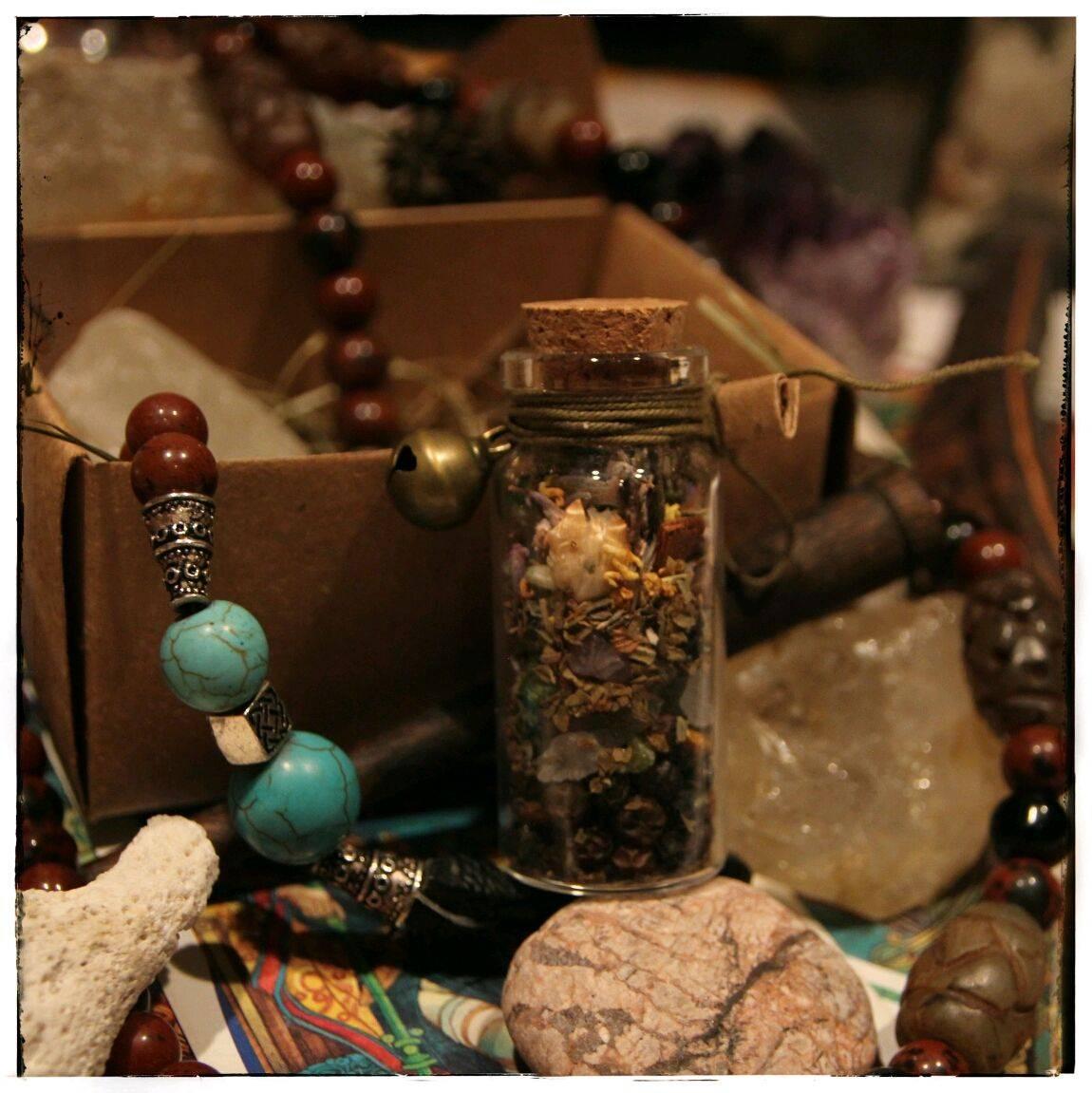 Ведьмина бутылка: защита, ритуалы от порчи