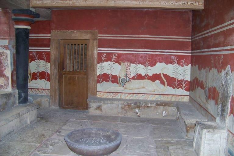 Лабиринт минотавра и современный лабиринт в греции.