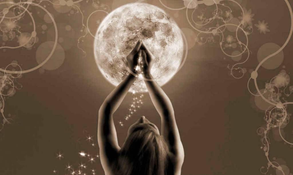 Ритуалы на полнолуние: 8 эффективных методов привлечь любовь силой луны