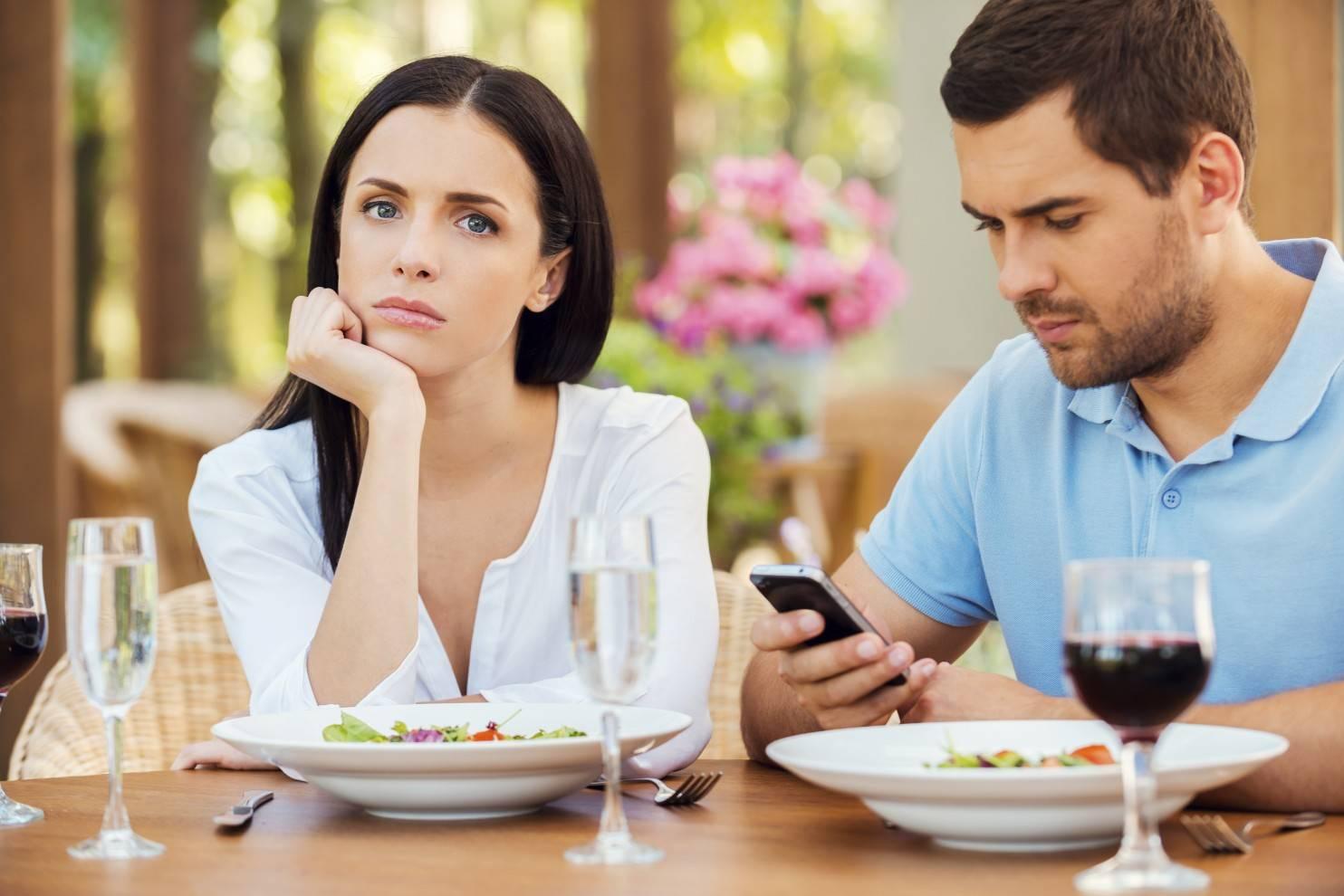 Как начать разговор с незнакомой девушкой, чтобы смело её пригласить на свидание