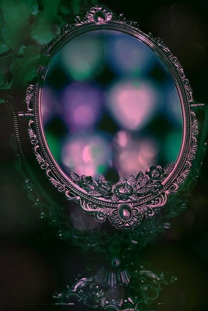 Магические свойства зеркал как переход в другие измерения