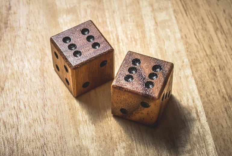 Гадание на кубиках и костях: да нет с точным ответом, что он думает обо мне сейчас, точное на любовь