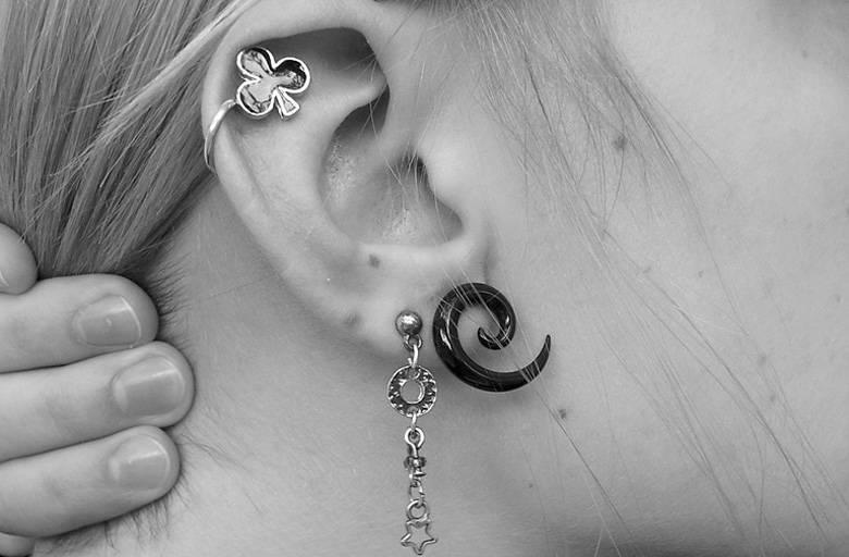 Значение родиное на ушах: правое, левое, мочка