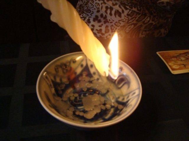 Приворожить мужчину на свечи