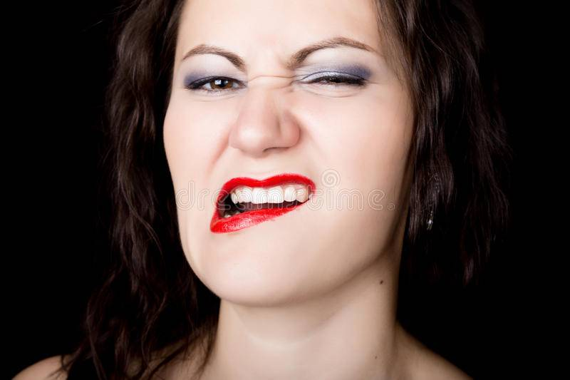 Что означает примета, если прикусил язык: толкования по времени и месту укуса