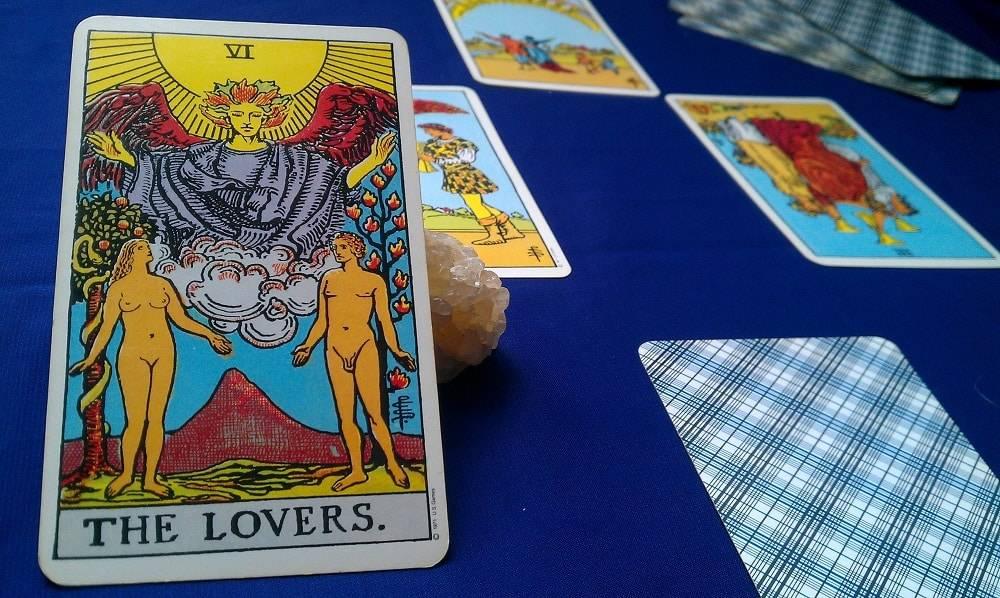 Влюбленные таро: значение в сочетании с другими картами в раскладах