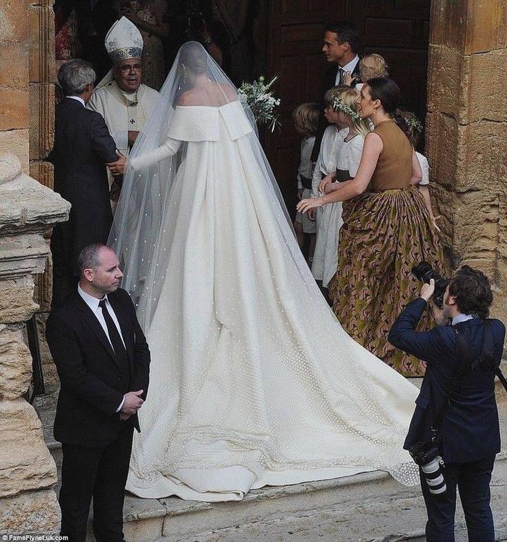 Готовимся к свадьбе: приметы о свадебном платье