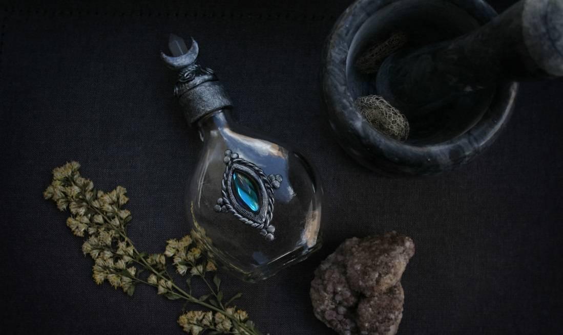 Особенность оберегов из бутылки