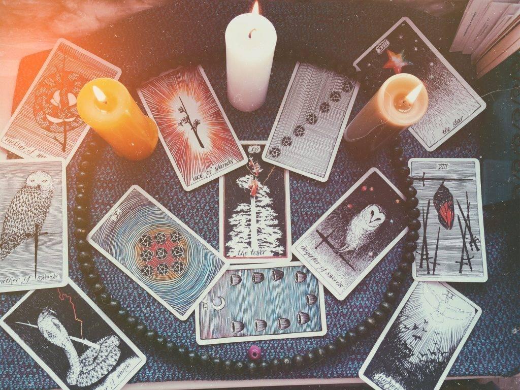 Книга ведьм: популярное онлайн-гадание на вопрос, будущее и любовь