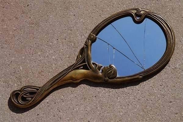 Зеркало в подарок: почему его нельзя дарить