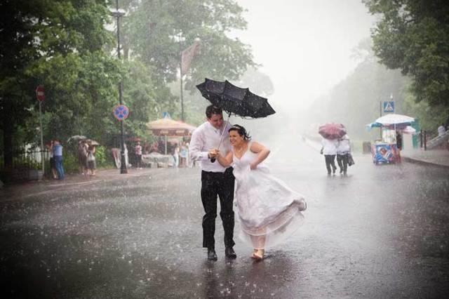 Если идет дождь в день свадьбы - что делать молодоженам и гостям