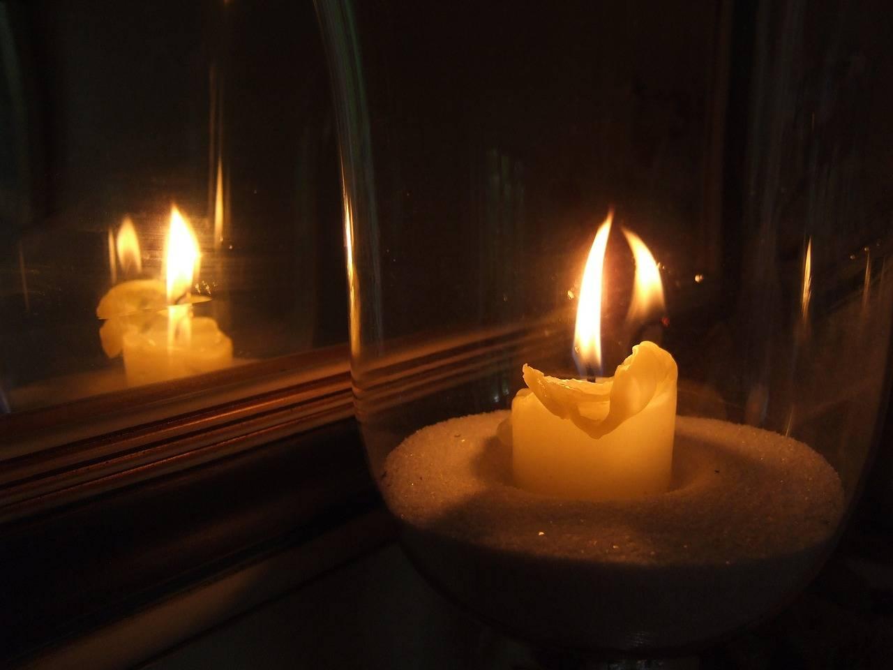 Гадания на свечах: как гадать на любовь, на будущее