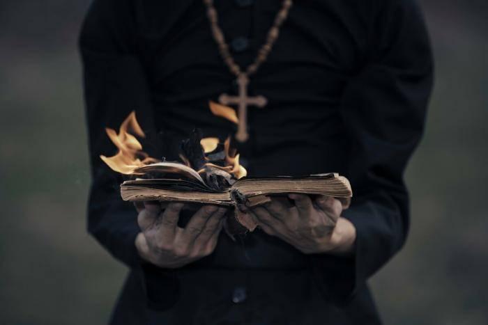 Текст обряда экзорцизма на латыни с переводом