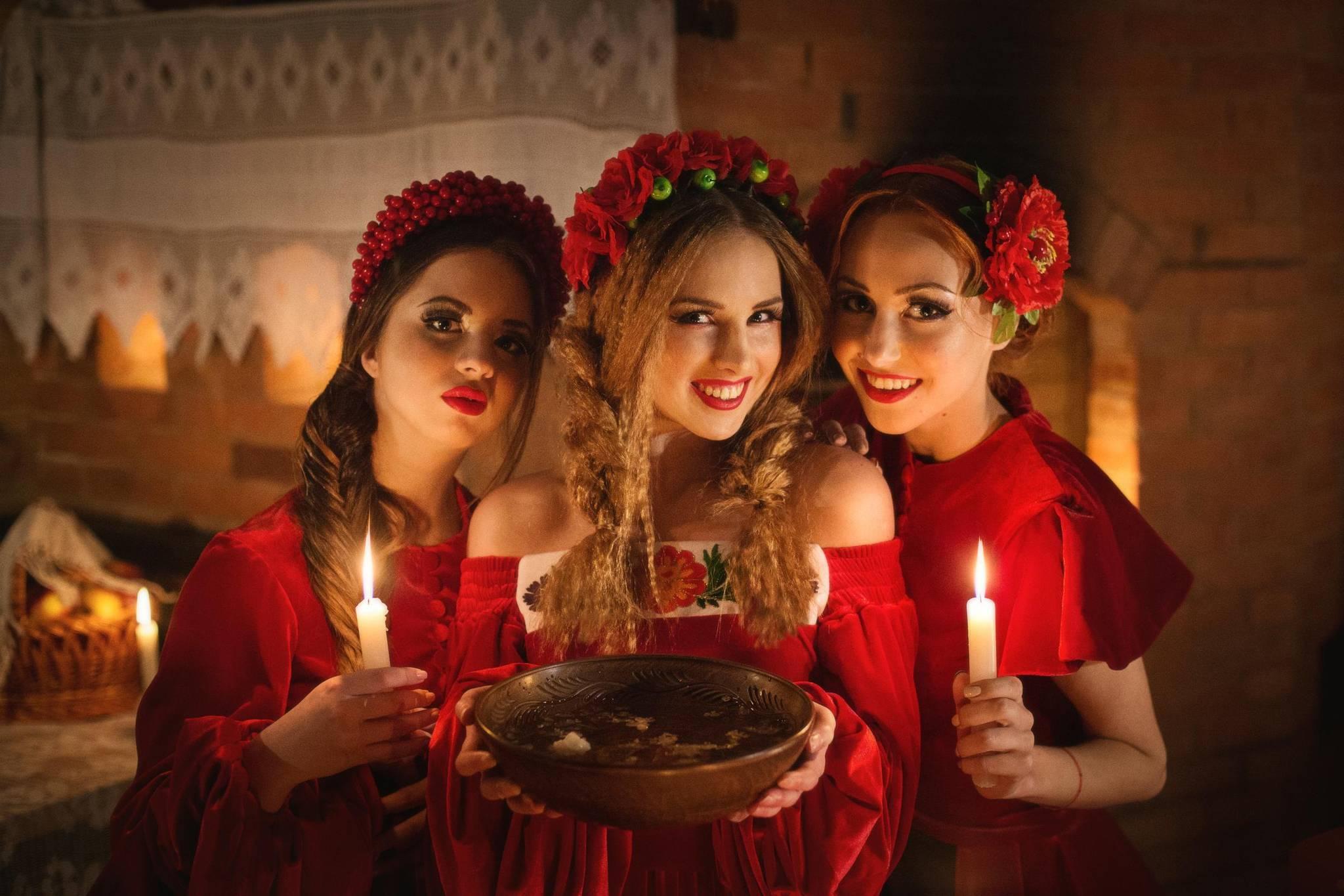 Рождественские гадания на суженого: на картах, по золотой цепочке, свече и т.п.