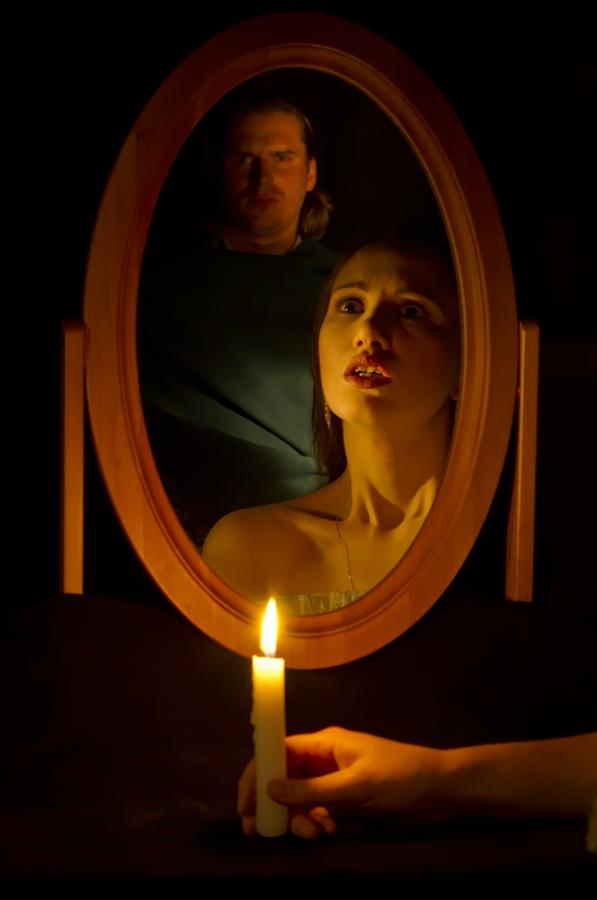Святочное гадание с зеркалом на суженого