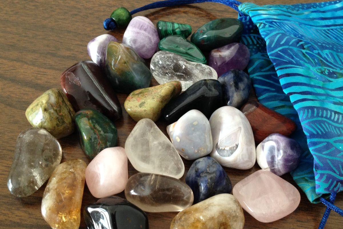 Талисманы и камни для рака: символы, цвета, камни, животные и растения