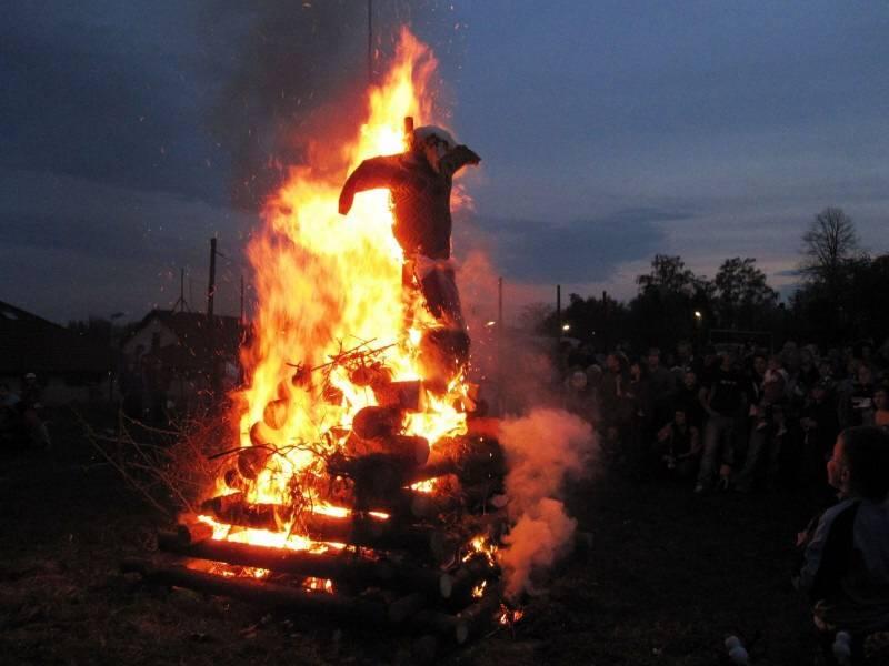 Почему ведьм сжигали? история самой жестокой казни средневековья