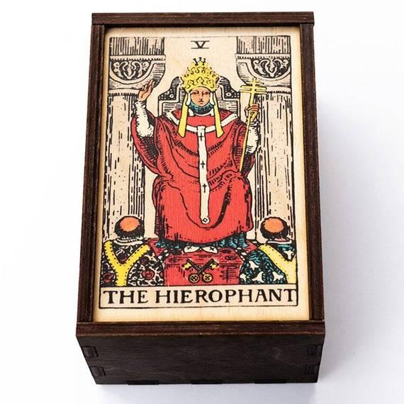 Иерофант таро: значение карты верховный жрец, сочетание с другими арканами
