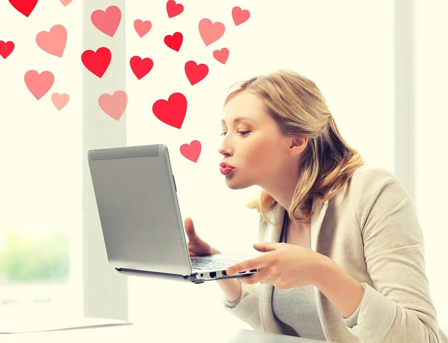 Знакомство в интернете: как начать общение с парнем