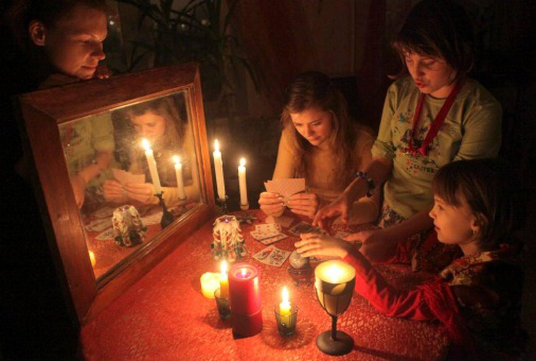 Крещенские гадания 2021: когда начинаются и как гадать на крещение в домашних условиях