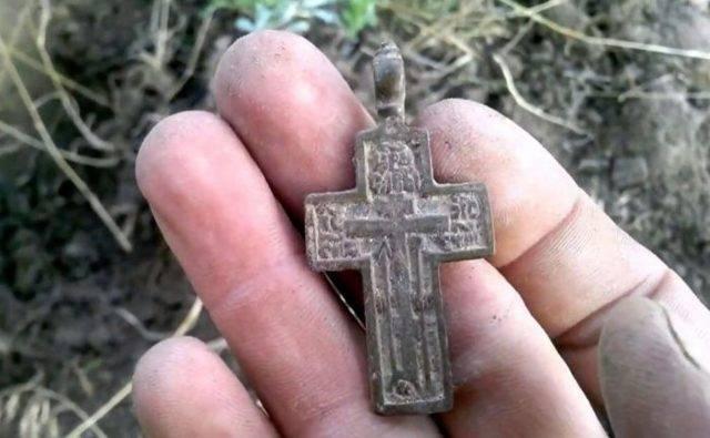 Можно ли носить найденный крестик? потеря на улице