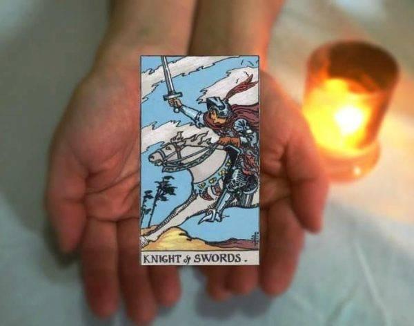 Рыцарь мечей таро - значение карты в раскладах при гадании