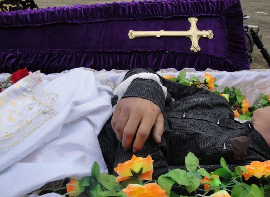 Приметы на похоронах: что нельзя делать и что нужно, как правильно вести себя